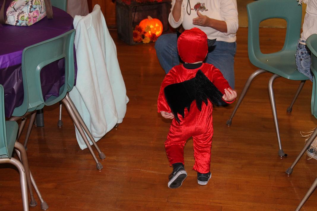 2012_kids_halloween_party19